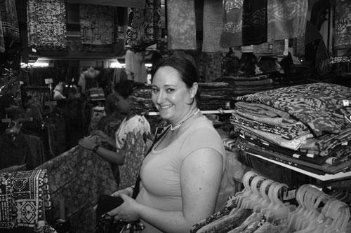 Jag köper batik i Chinatown