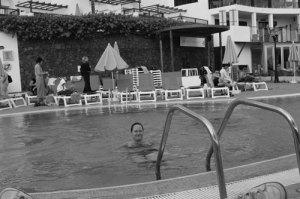 Hanna badar i poolen